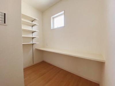 キッチン周りにカウンタースペースも設けています