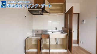 こちらの306号室は、白を基調としたお部屋になってます。