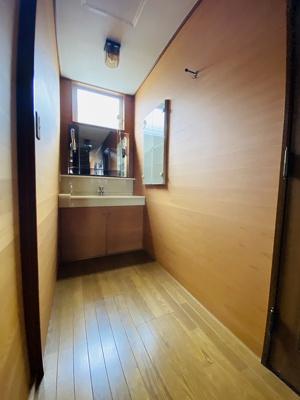 2階・忙しい朝に便利な独立洗面台完備♪1階・2階両方にあるのが嬉しいですね☆
