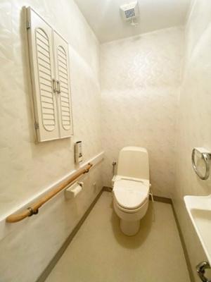 2階にあるトイレです!冬に特に嬉しい暖房便座機能を完備☆1階・2階両方にトイレがあるのが嬉しいですよね♪