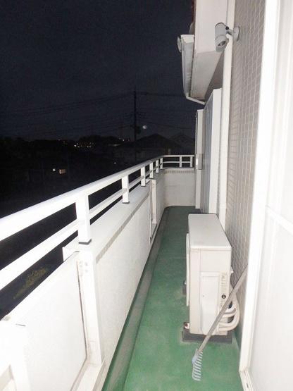 2階・バルコニーは南西向きなので、お洗濯物はお昼からでも乾きそう♪二部屋から出入りできるのが嬉しいですね★