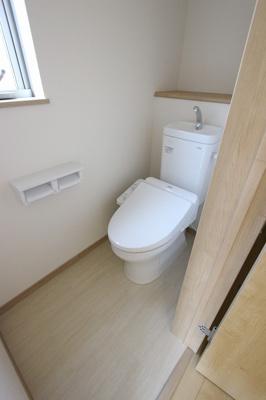 落ち着いた色調のトイレです:建物完成しました♪三郷新築ナビで検索♪