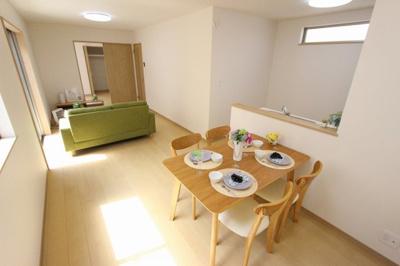 おしゃれな居間です:建物完成しました♪三郷新築ナビで検索♪