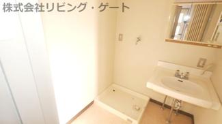 洗面所です。脱衣も無理なくできます。