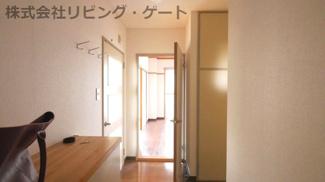 玄関からお部屋への廊下です。