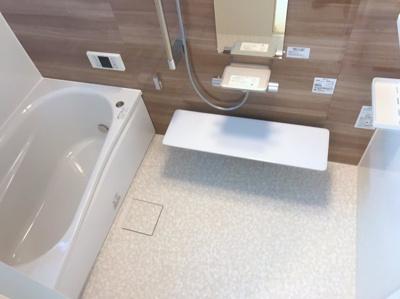 新品のユニットバスです♪洗うスペースが通常より広いです♪