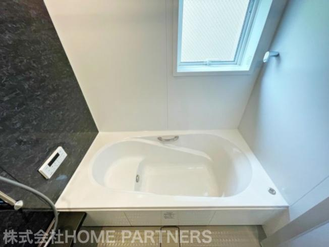 浴室暖房乾燥機能付/物干し付/高級アクセントパネル/広々浴槽/窓有り