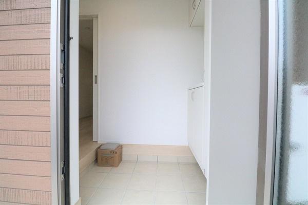 大きなシューズボックスの付いた玄関です♪