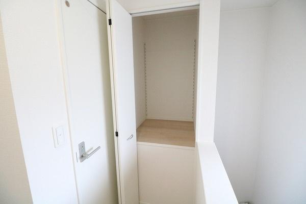 2階トイレ横の収納♪