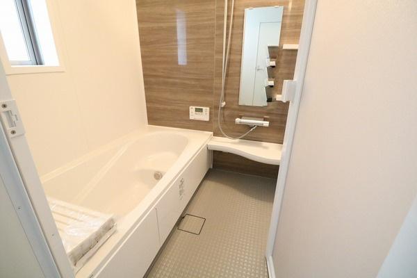 浴室乾燥機付きの浴室です♪