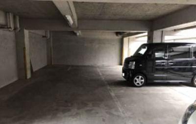 【外観】タカラマンション屋根付き駐車場