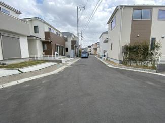 前面道路は5mと5mの私道です。