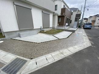 駐車スペースです。ご来客時に便利な2台駐車可能です。
