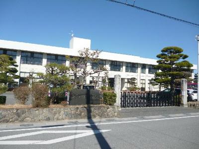 愛荘町立愛知川小学校(443m)