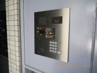 入り口は、安心のオートロック仕様です。