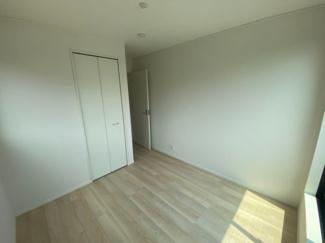 2Fの5帖の洋室です。