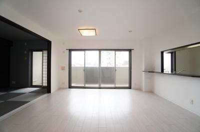 【デザインリフォーム】 デザインリフォームされた室内は 良い雰囲気になっております。 リフォームで付加価値をプラスし、 ただの『住まい』ではなく『癒しのある空間』 に仕上がっております♪