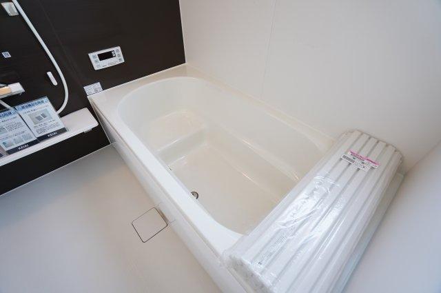 段差のある浴槽で半身浴もできます。