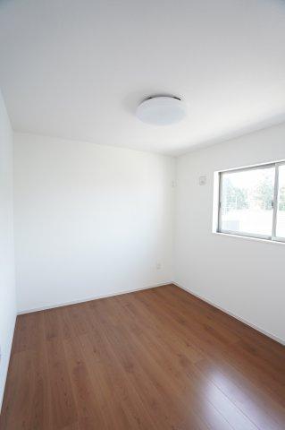 5.2帖 シンプルなお部屋です。家具のレイアウトもしやすいです。