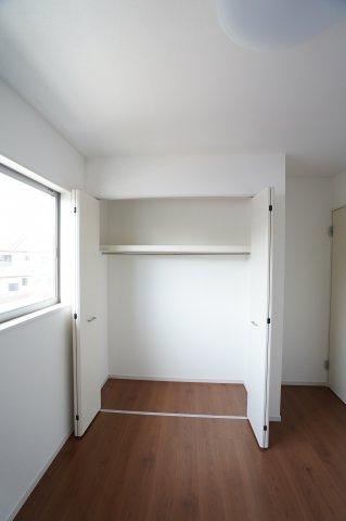 5.2帖 各居室クローゼットがありますのですっきり片付けできます。