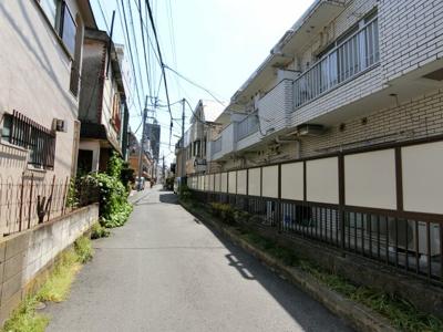 【前面道路含む現地写真】西新宿4丁目 賃貸併用住宅