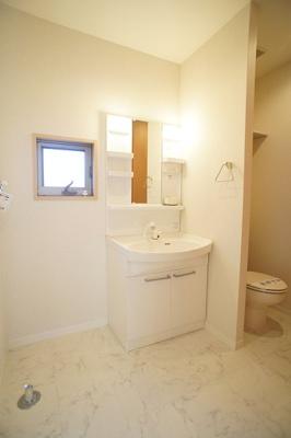 シャワー付きの洗面化粧台♪