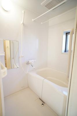 浴室乾燥機付きのゆったりしたお風呂♪