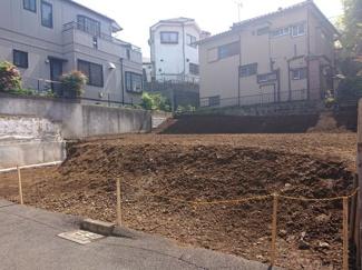 【前面道路含む現地写真】横浜市鶴見区獅子ヶ谷2丁目 売地