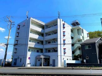 川越駅徒歩14分の好立地にある、5階建てマンション。