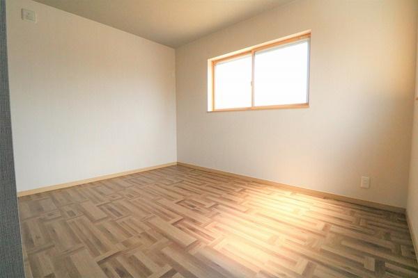 2階6.25帖洋室。主寝室になります♪
