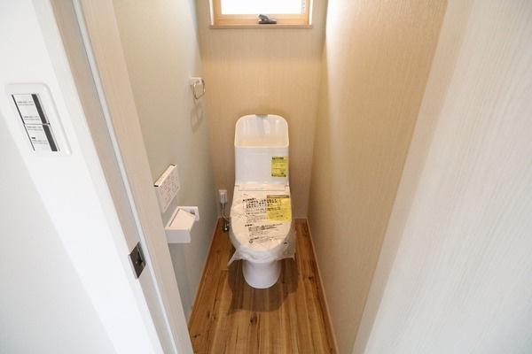 1階2階にウォシュレット付きトイレ♪
