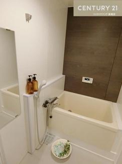 浴槽やシャワー水栓も新しくされています。 ここで一日の疲れをゆっくり取れますね。