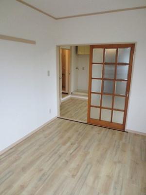 南西向き洋室6帖、窓側からの眺めです!ベッドを置いて寝室にするのもオススメです☆