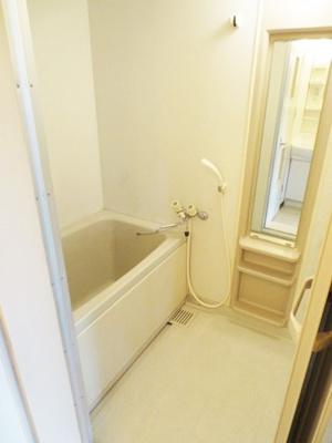 清潔感のある浴室です♪ゆったりお風呂に浸かって一日の疲れもすっきりリフレッシュできますね☆ゆったりバスタイムでリラックス☆