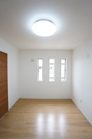 2階7帖 バルコニーのあるお部屋です。