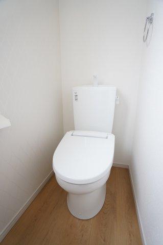 【同仕様施工例】フロアモップなどの掃除用具を収納するの便利です。