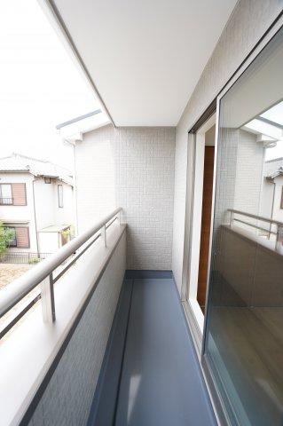 1階廊下 フロアモップなどの掃除用具を収納するの便利です。使いたいときにパッと取り出せます。