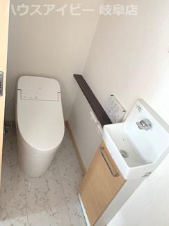 トイレもきれいです。岐阜市鏡島・書斎・小屋裏収納♪