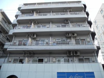 東海道本線「川崎駅」徒歩11分のマンションです。
