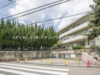 西東京市立谷戸第二小学校(約297m)