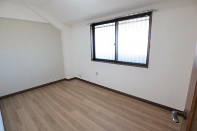 廊下側の洋室です