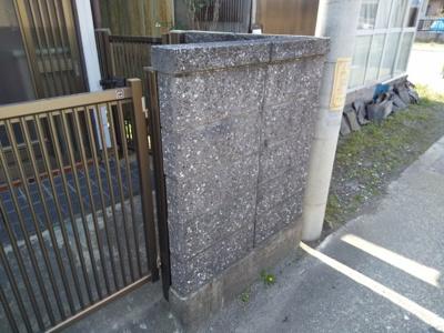 建物北側にブロック塀が設置してあります
