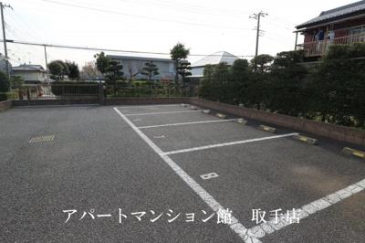 【駐車場】レオパレスヴァンベール
