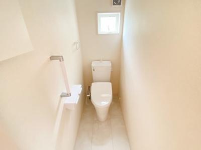1、2階共に高機能トイレ採用しています 窓も完備なトイレ空間はいつも快適です