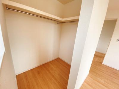 3階のWICは枕棚付きで小物もしっかり収納出来ます!