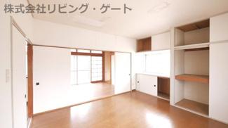 可動式の扉を開ければ、隣接した部屋と合わせて14帖になります