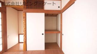 床の間があります。こちらのお部屋にも収納があるのでお部屋が片付きます。