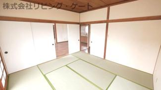 8帖の和室。お昼寝の場としても客間としても色々な使い方が出来ます。