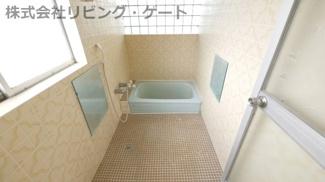 奥行きが広めのお風呂です。