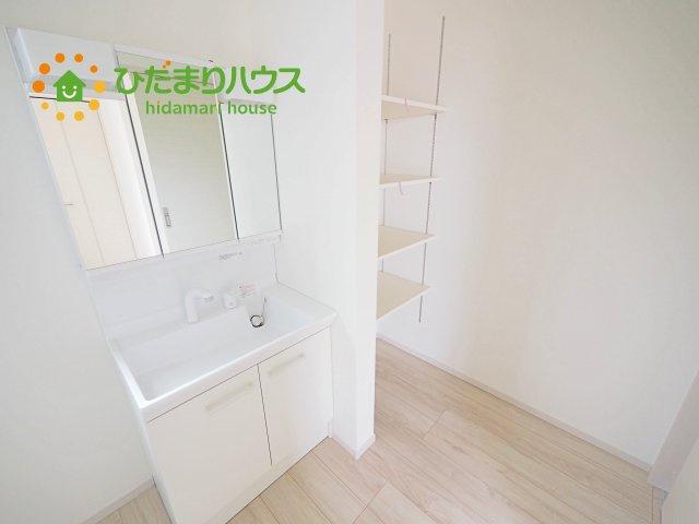 洗面所のリネン庫はタオルや肌着類などの収納に便利です!!